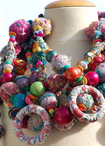 Fabric necklaces...creative, colourful and a great way to use up all my fabric scraps!