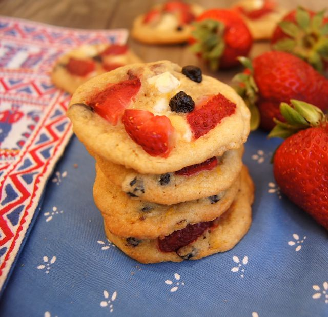 Strawberry Blueberry White Chocolate Chip CookiesChocolates Chips Cookies, Strawberry Blueberries White, Holiday Fun, Strawberries Blueberries White, White Chocolate Chips, White Chocolates Chips, July Cookies, Chocolate Chip Cookies, July 4Th Recipes