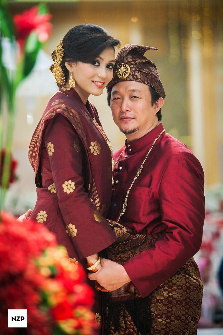 Songket Melayu. A Malay traditional wedding dress.  www.nazimzafri.com