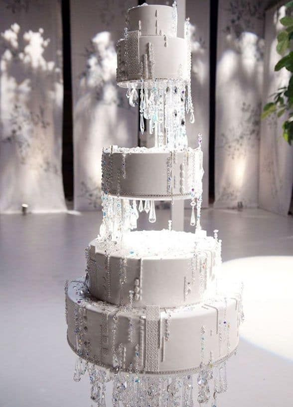 Edible icicles drip down the sides of this enchanting five-tiered wintry white confection. 10 Festive & Frosty Winter Wedding Cakes Image source