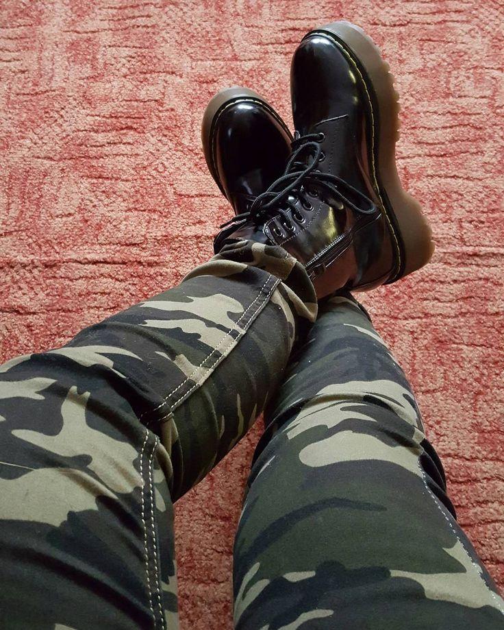 Imá imá imááááádooom @zsienyi köszönöm  #bakancs #terepminta #vörösszőnyeg #boots #blackboots #vanvirágmintásis by biro_eszti
