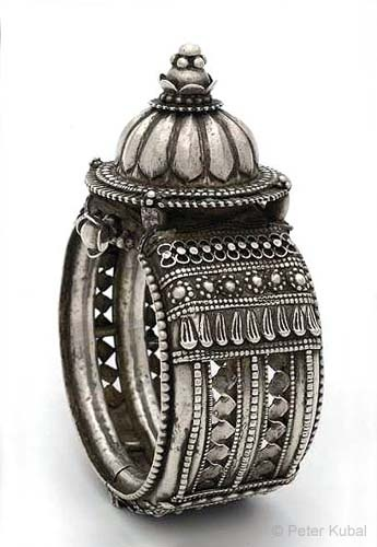 India | Rigid silver upper arm bracelet.  Hinge that opens with a screw. | ca. 1920, Orissa.