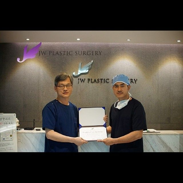 Dr. Peera Thienpaitoon has trained at JW Plastic Surgery Korea on 12th of June. He is very admired Rhinoplasty surgeon Dr.Man Koon Suh.This training helped him complete a wish.  English Hotline : +82-10 5768 5114/ 10 7195 5114 Chinese Hotline : +82-10 2213 5114/ 10 2810 5114 Thai Hotline : +82-10 4623 5114(Line ID:thai5114)  Kakao Talk ID : jwps / jwbeautykr E-mail : jw_beauty@naver.com   Homepage : www.jwbeauty.net Blog : jwbeautykorea.blogspot.com