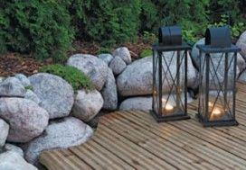 048Laudoitus myötäilee kauniisti kivimuurin muotoa.