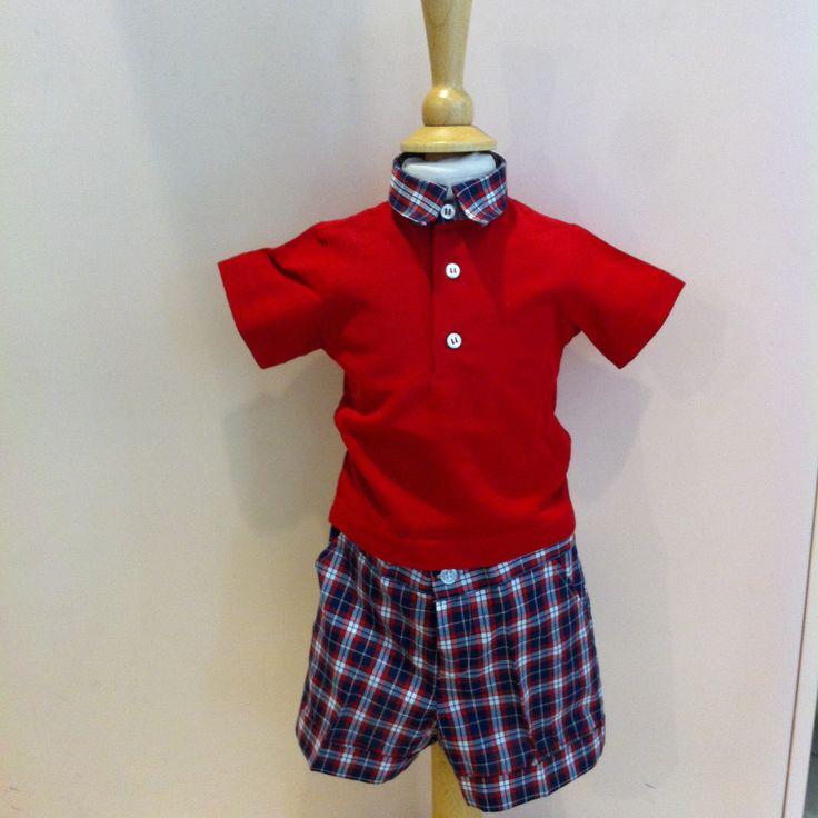 www.elisa-regali.it completo per bambini composto da bermuda in fresco cotone e polo rossa con colletto abbinato ai pantaloncini. E' prodotto in Italia da una sartoria
