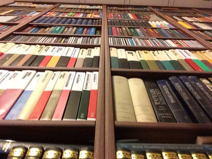 Zdjęcie pana Sławomira Lippki: perspektywa ma znaczenie. #biblioteka #library #books #książki #czytam #słowo #obraz #terytoria #konkurs