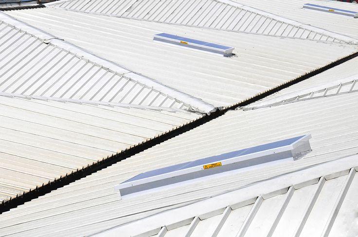 Nanolux Sky sistemi aydınlatma ve soğutmaya bağlı olan enerji maliyetlerini yüksek ölçüde düşürür. Boyutları projeye göre özel üretilmekte olup, çatı uygulamalarında mimari özgürlük sağlamaktadır.
