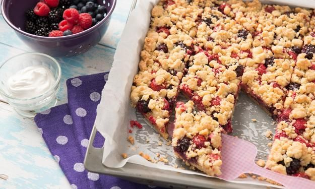 Berry crumble cake - crumble with a twist!