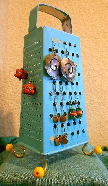 RICICLO CREATIVO - Grattugia porta orecchini Seguici sul nostro blog: http://creazionebijoux.cplfabbrika.com/