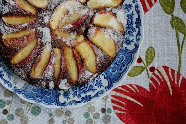 petite kitchen: apple and cinnamon coconut flour cake