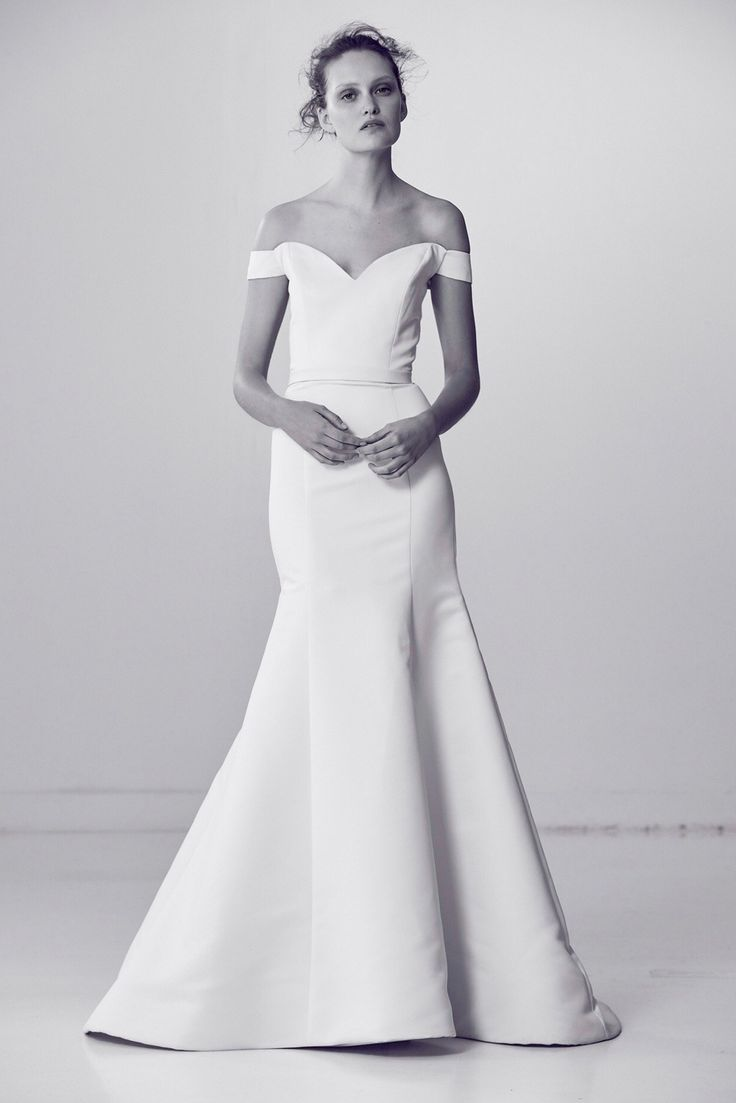 """Alyne by Rita Vinieris Spring 2018 """"Classy"""" Flared portrait collar gown with back finished in self-covered buttons"""