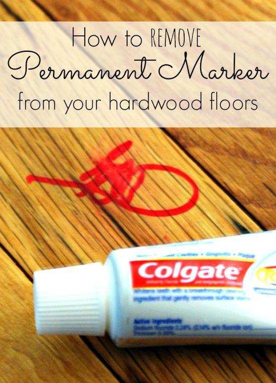 Remover las manchas de marcador permanente con pasta dental. Poner la pasta dental en la mancha y frotar con una paño húmedo hasta eliminar la mancha.