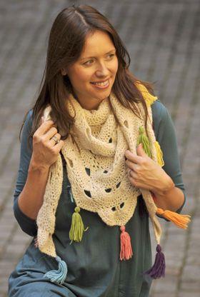 """For en øvet hækler er """"Virginias vifter"""" et sjovt mønster at arbejde med, her anvendt til et meget smukt sjal"""