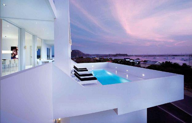 Private Villa in Saint Tropez by Jan de Bouvrie _