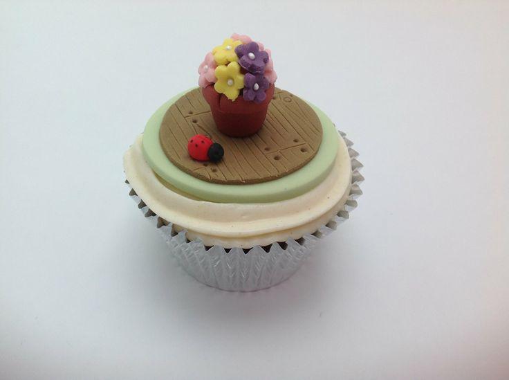 82 best images about cupcakes by fancy fondant emily for Fancy flower pots