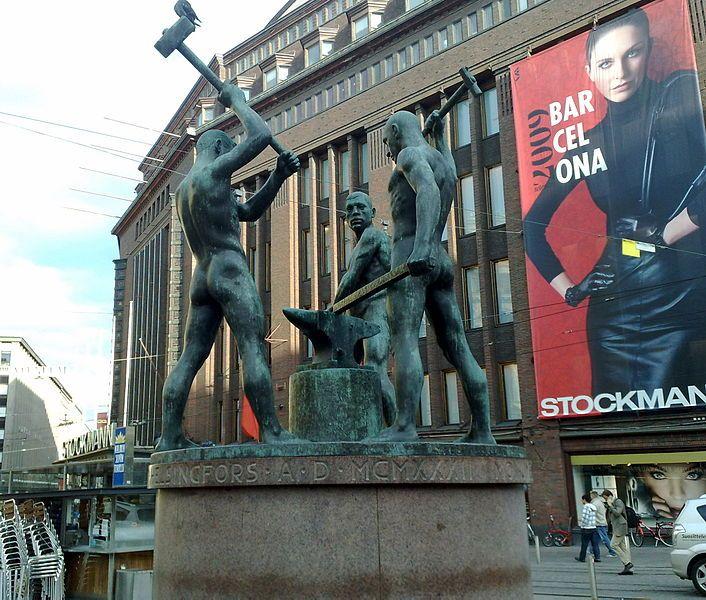 The Statue of Three Blacksmiths in Helsinki - Kolmen sepän patsas (Felix Nylund 1878–1940) - Kolmen sepän patsas on Felix Nylundin veistos Helsingin Aleksanterinkadun ja Mannerheimintien risteyksessä, Kolmensepänaukiolla. Kolme seppää oli ensimmäisen ammattimaisen taidevalajan Arttu Halosen suurikokoisin valutyö. Pronssivalu tehtiin Halosen taidevalimossa Lapinlahdella.