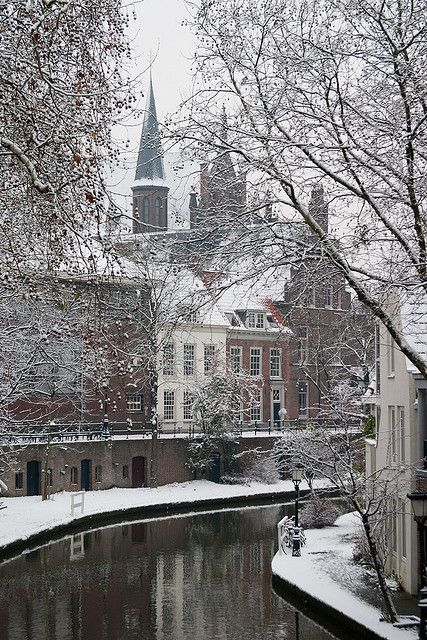 Oudegracht in Winter.  Utrecht, Nederland.     Photo: Martijn W on Flickr.