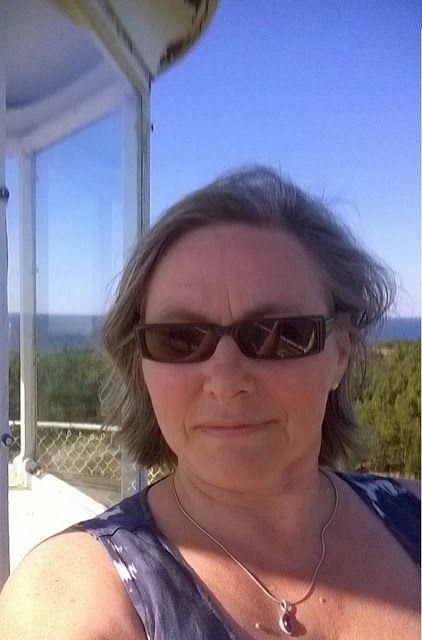 Kesäretkellä Säpin majakalla Luvialla. Todistetusti kävin ylhäällä. Kävelytaso on aika kapea ja vähän kalteva, siitä huolestunut ilme.