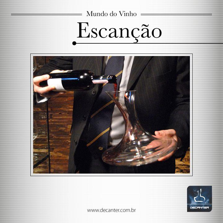 O termo Escanção vem do grego e representa o responsável pelo serviço de vinhos de um restaurante.