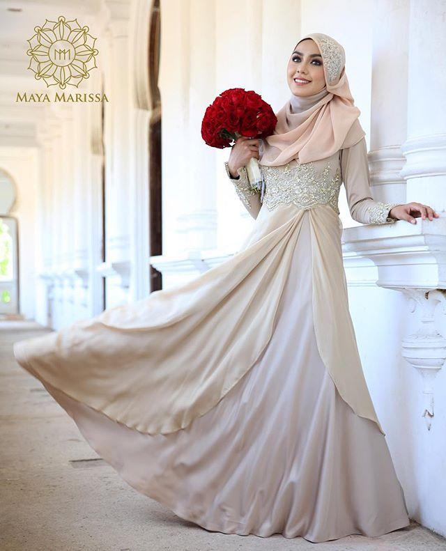 Diana Dress dari @mayamarissa.co tampil anggun dengan kelembuatan warna vanilla sky yang memukau, kombinasi material satin berkualiti tinggi dan chiffon yg eksklusif beralun cantik penuh dramatik. Sempurna dengan hiasan beads yellow dengan perincian batu swarovski yang indah.  #mayamarissalaunch #lace #dresses #wedding #event #lace #couture #hautecouture #life #model #hijabista #tunang #longdress #beautiful #inspiration #inspired #malaywedding
