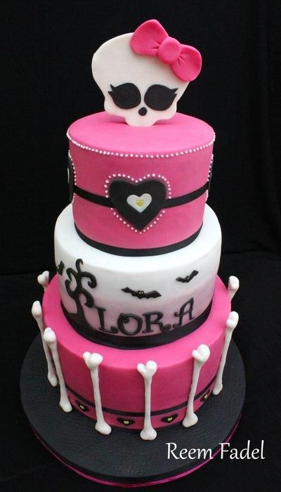 "This was for 11-year-old Lora. She knew exactly what she wanted: ""a Monster High-themed cake, 3 tiers, something spooky and girly…"" and there's what she got :)"