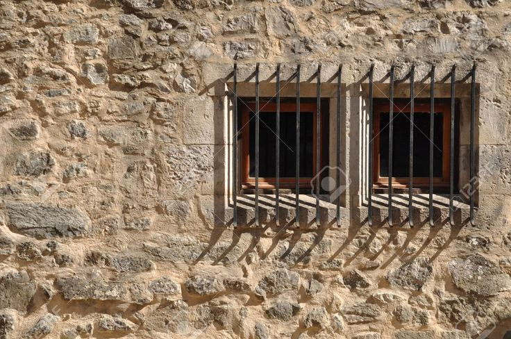 7783346-ancient-windows-of-a-medieval-building-with-bars-Stock-Photo.jpg (1300×863)