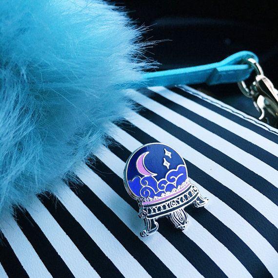 Broche émail de boule de cristal / / mystic broche / par Punkypins