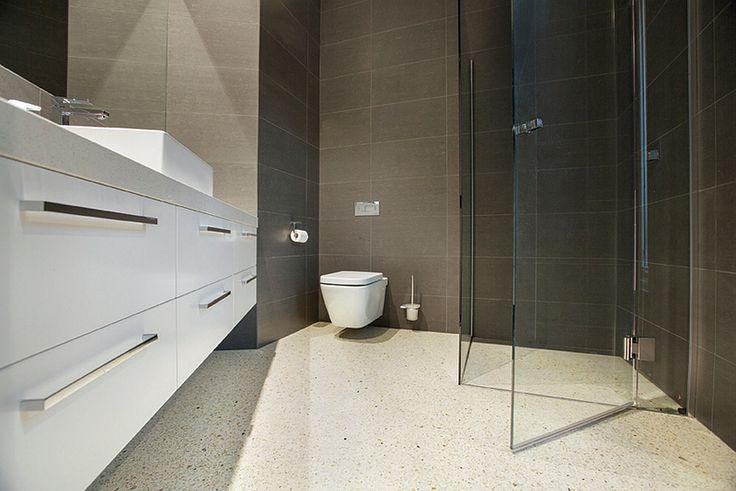 Betegelen Badkamer Kosten ~   interieurtips betonvloer badkamer geocrete com gepolierd beton 01 jpg