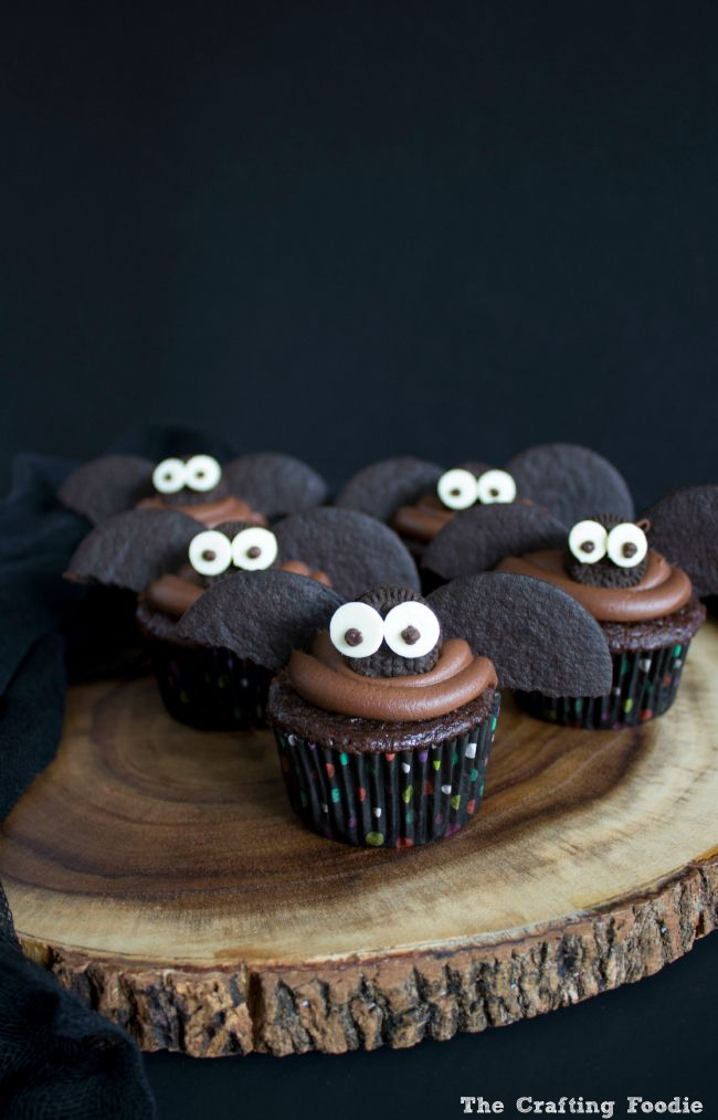 Halloween Bat Cupcakes by The Crafting Foodie