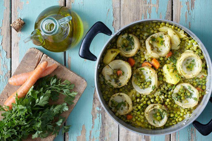 Αγκινάρες, αρακάς, καρότα, κρεμμυδάκια και Χωριό Ελαιόλαδο Ορεινές Περιοχές και η συνταγή μας είναι έτοιμη!