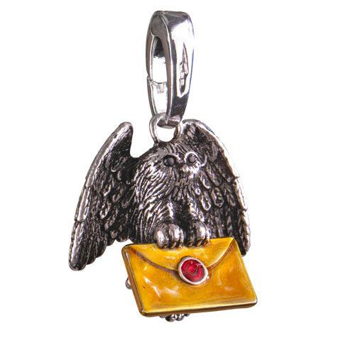 Harry Potter Bracelet Charm Lumos Owl Post Noble Collection Armbands. The Noble Collection is proud to announce the arrival of their Harry Potter charms. Each one measures about 2 cm and is compatible with many charm bracelets such as the Lumos bracelet from Noble: NN7708, NN7714, NN7712 & NN7710.