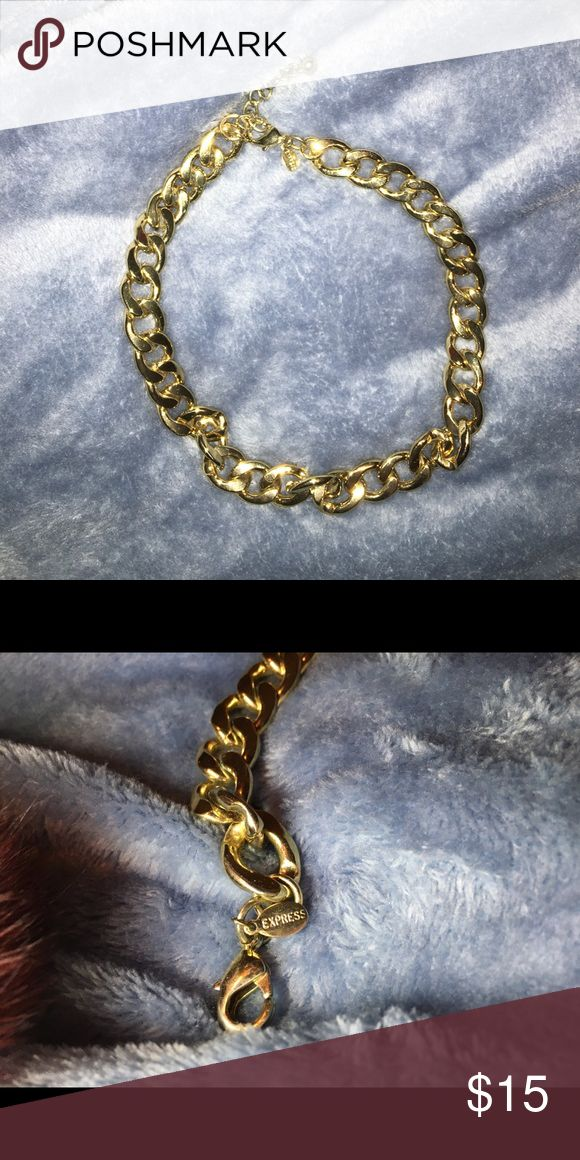 EXPRESS chunky gold necklace Worn twice, great condition. Chunky gold necklace, great way to make a simple outfit pop! Express Jewelry Necklaces