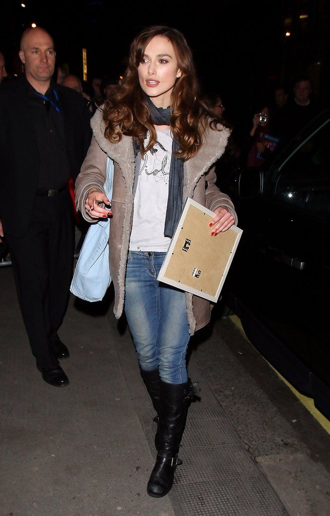 """West End play """"The Misanthrope"""". Keira plays 'Jennifer', a ambitious American film star and stars alongside Tara Fitzgerald and Dominic Rowan. - Keira Knightley leaves the Comedy Theatre"""