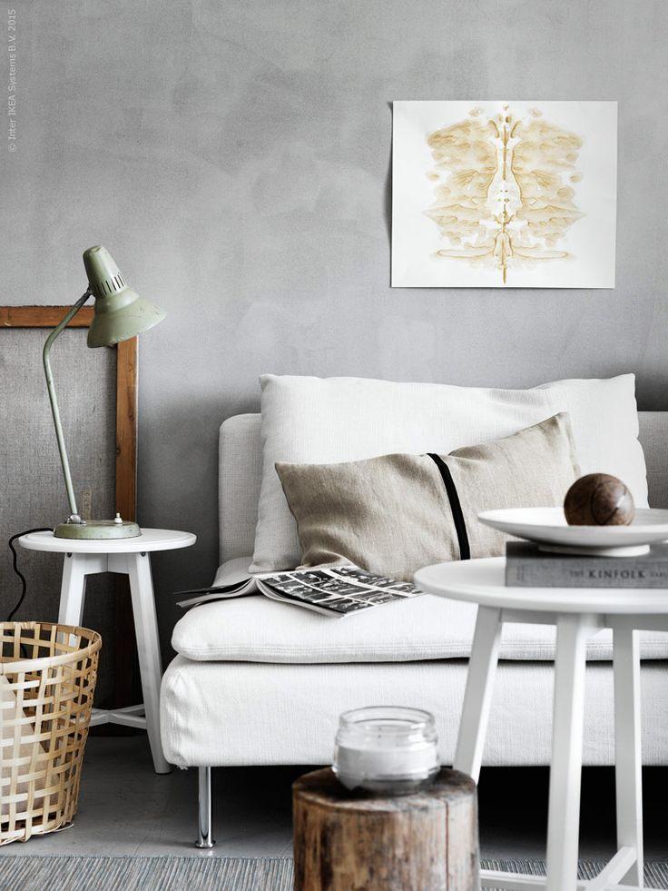 SÖDERHAMN 3-sits soffa med klädsel i Isefall natur, KRAGSTA satsbord i massiv bok, GADDIS korg, HELGONÖRT kuddfodral, HODDE matta, LUGGA doftljus, HULTET fat.