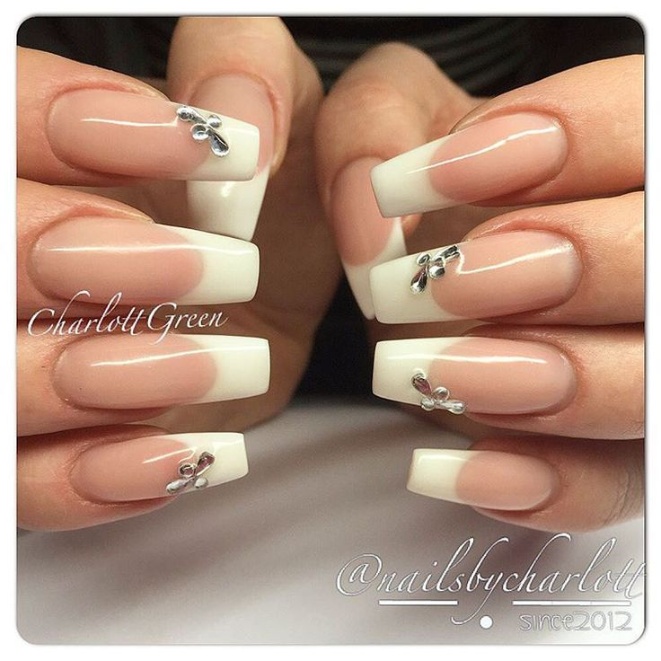 Im in this kind of mood right now Classic french, clean!  Using REQ Kall rosa - Builder Kritvit - Transparent Builder  #classic #french #fransk #manikyr #nails #gelnails #gelenaglar #naglar #nagelförlängning #stenungsund #nailart #nails2inspire #naildesign #REQ #REQlove #REQswe #REQkritvit #REQgel #nailporn #nailpro