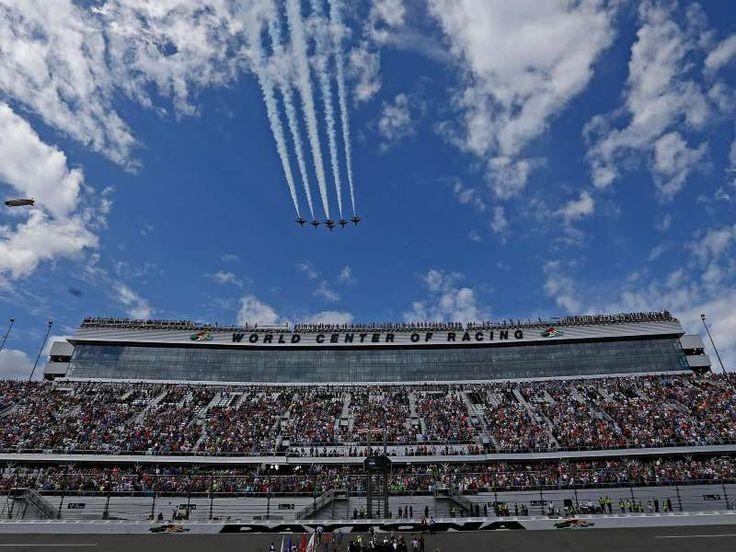 Best of the 2016 Daytona 500:     The U.S. Air Force F‐16 Thunderbirds perform a flyover:   The U.S. Air Force F‐16 Thunderbirds perform a flyover during the national anthem.
