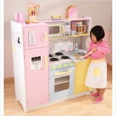 Awe! Got this same kitchen for my little girl for her 4th. b-day! <3