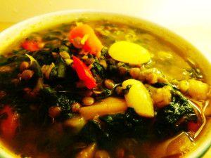 Esta sopa de lentilhas é muito fácil de fazer e super saborosa, confira: Ingredientes: 4 xícaras de lentilha verde 2 xícaras de espinafre fresco ou congelado 1 xícara de pimentões coloridos picados…