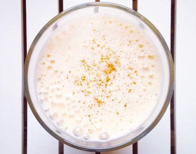 Zielone koktajle: mandarynka + mleko ryżowe + masło orzechowe + kardamon + cynamon + gałka + sól