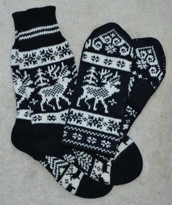 NORWEGIAN Scandinavian Hand Crafted 100% wool socks and mittens set, M / L, folk art, reindeer
