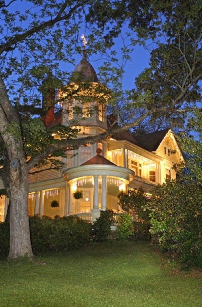 12 bed and breakfasts in Alabama  It's a must for us to visit a bead and breakfast for our ten year anniversary!!!