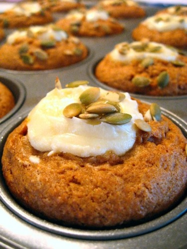 Gluten Free Pumpkin Cheesecake Muffins - These look so good I have to try them!