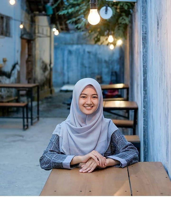 Koleksi foto cewek jilbab/Hijaber imut terbaru - Republic