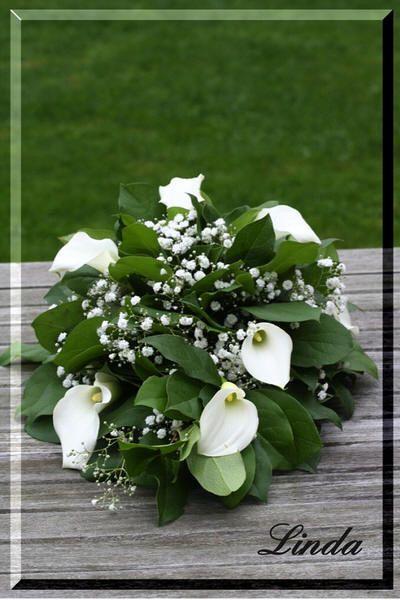 Grafstuk maken of bloemstuk voor op het graf knutselen met bloemen - handleiding om grafstuk zelf te maken
