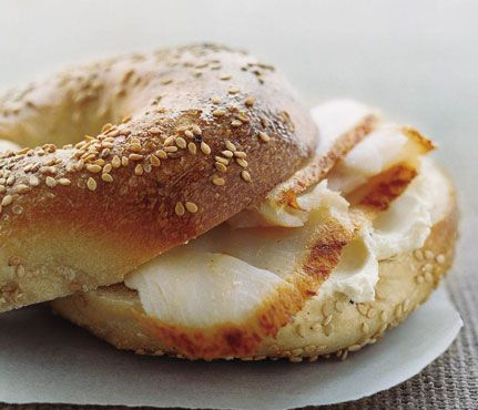 How Many Calories in THAT? Find your favorites on this list and put the calorie guesstimating behind you! Bagel: 1 medium, 289. #SelfMagazine