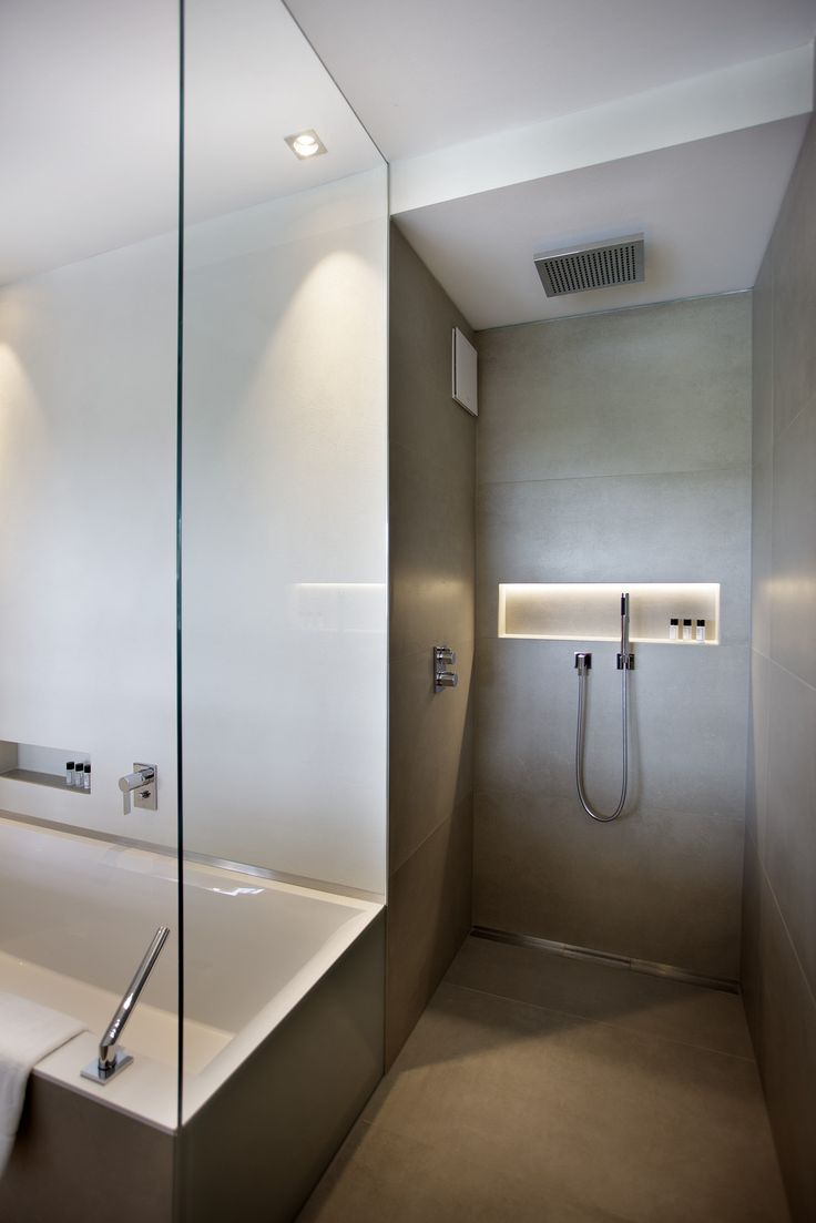 In the hotel's spacious Panorama Lofts (46 m²), luxury bathrooom oases convey a strong sense of wellbeing. Here too, Dornbracht's MEM fitting sets a stylish tone on the Alape basins. A Dornbracht rain shower provides an exceptional shower experience.