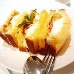 アン カフェ - 別腹のブリオッシュフレンチトーストのフルーツサンドウィッチ