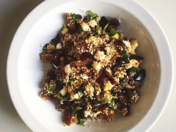 Cous cous con verdure e legumi: la ricetta del primo piatto completo a base di ceci, zucchine, carote e melanzane