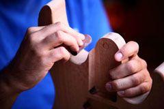 imparare a costruire una chitarra - carteggiare il body