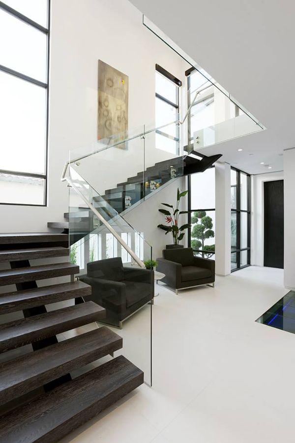 Modern dream home in Los Angeles | Modern Entryway | New Design | Boca do Lobo | Luxury Furniture for your home | www.bocadolobo.com/en